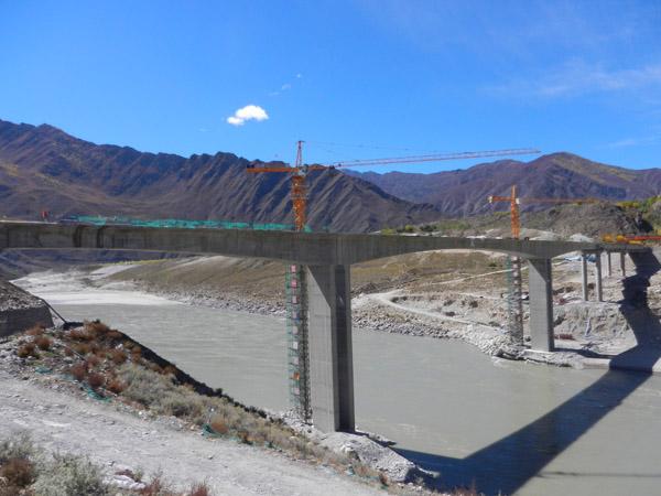 中交一公局第六工程局有限公司朗加项目部热当雅江大桥